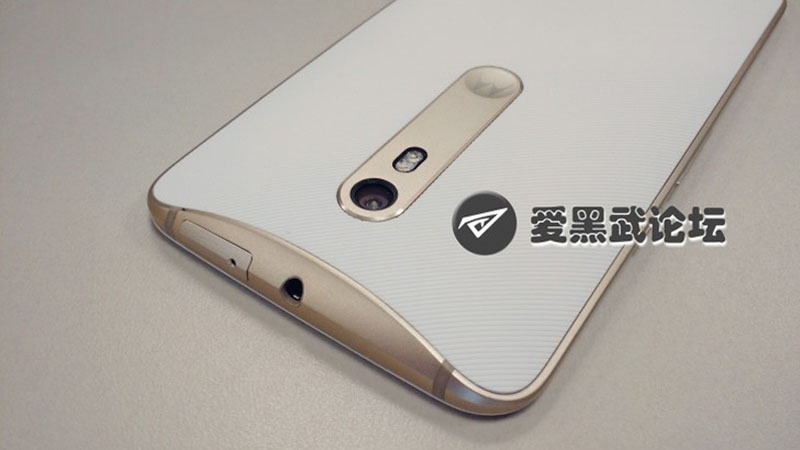 Moto X 2015 Gold and White