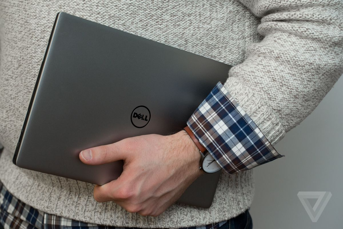 dell xps 13 in hand