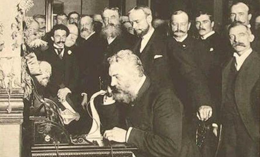 اختراع تلفن توسط الکساندر گراهام بل