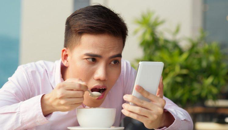 کاربران پر مصرف گوشیهای هوشمند روزانه بیش از 5000 بار صفحه گوشی خود را لمس میکنند