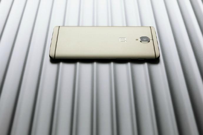 مدل طلایی گوشی وان پلاس 3