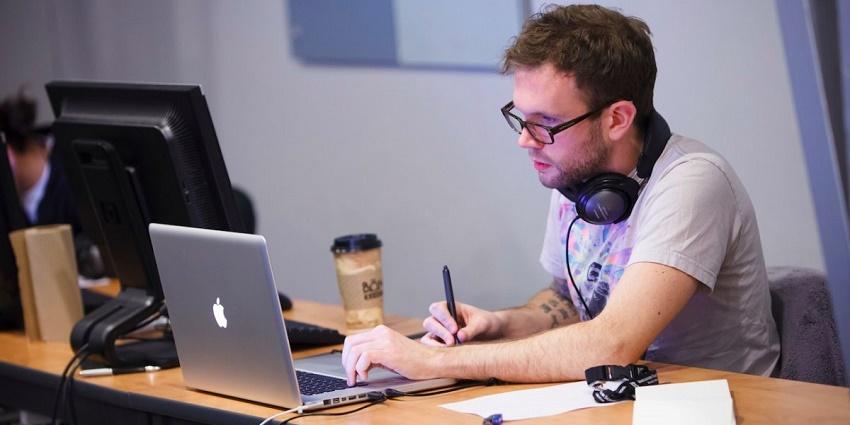 رتبه چهارم: توسعه دهنده ی برنامه های کاربردی وب
