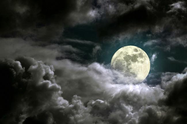 ماه با دریاهایی از گدازه