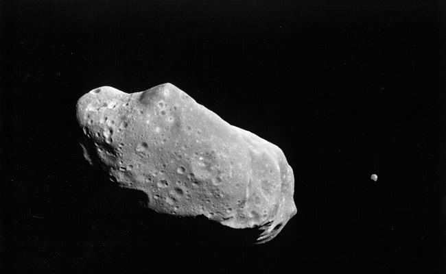 قمر Cruithne؛ خواهر ماه