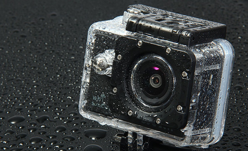 دوربین Original SJCAM SJ5000X در زیر قطرات باران