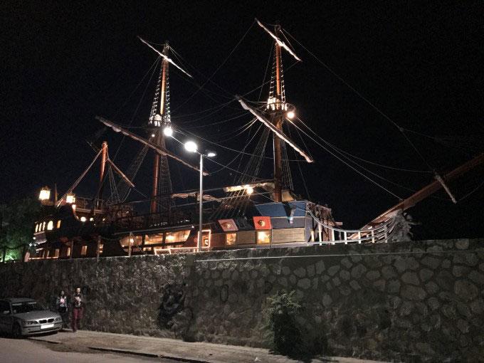رستوران ماهی در شب گلکسی آیفون 7