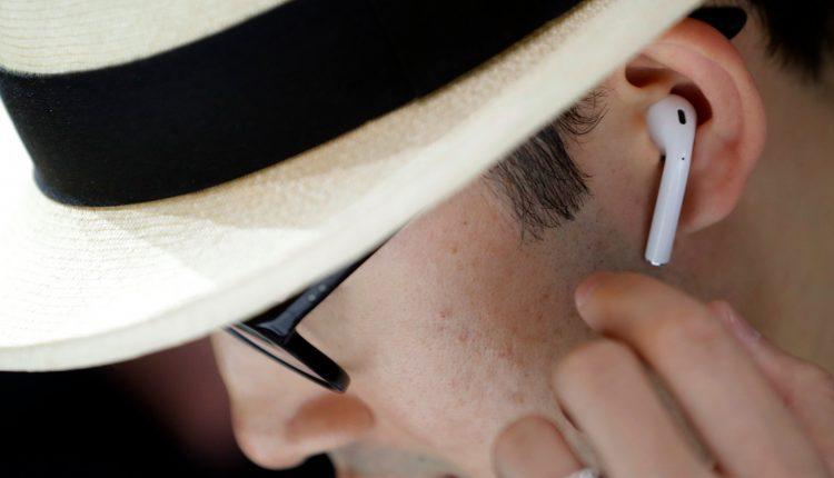 همه چیز در مورد هدفون بی سیم AirPods اپل