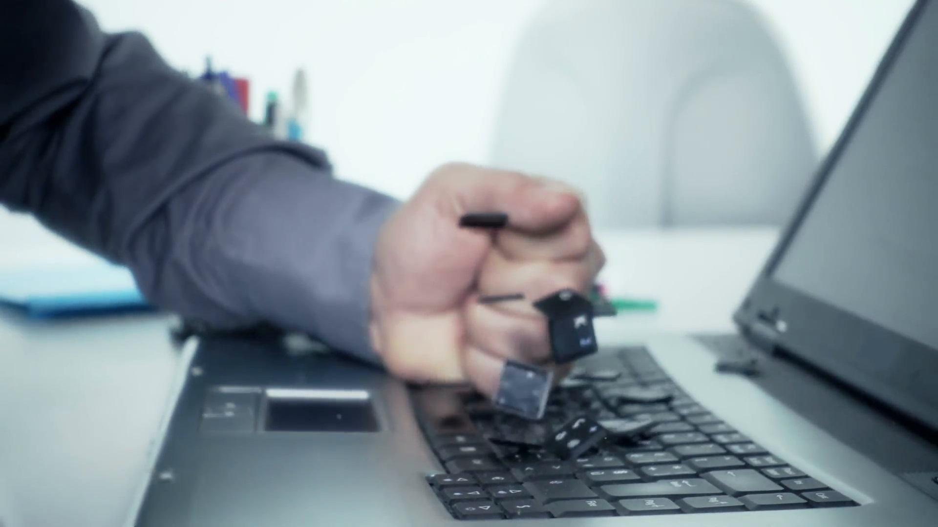 چرا لپ تاپتان کند است و به درد نخور شده؟