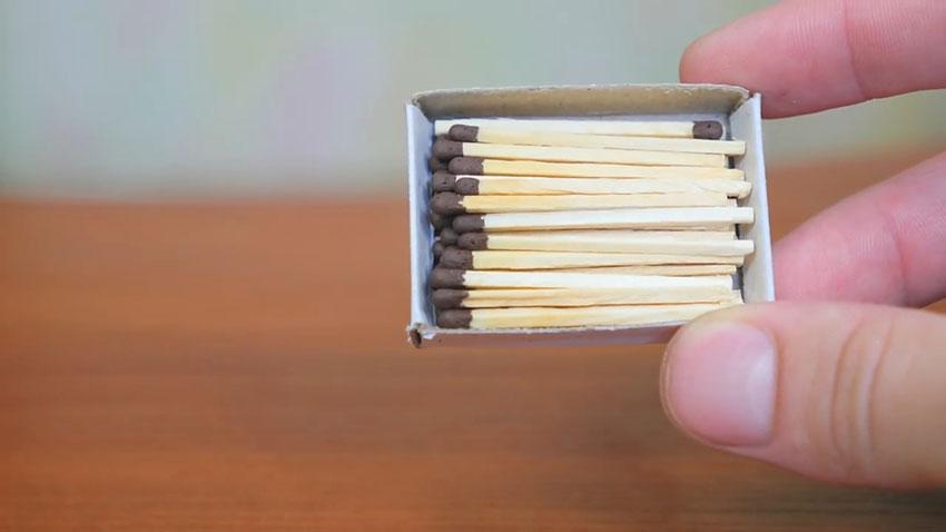روشن کردن کبریت با استفاده از کش (تصویر 1)