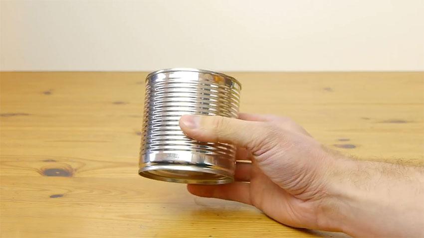 باز کردن قوطی کنسرو با قاشق (تصویر 1)