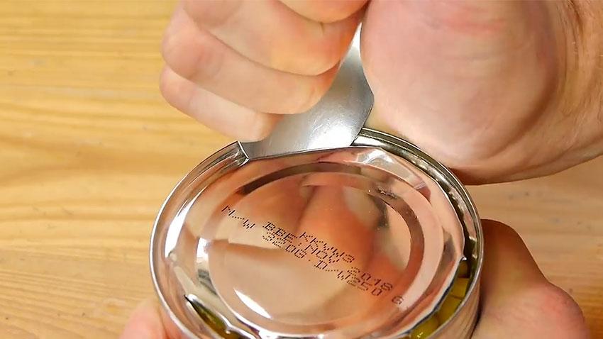 باز کردن قوطی کنسرو با قاشق (تصویر 11)
