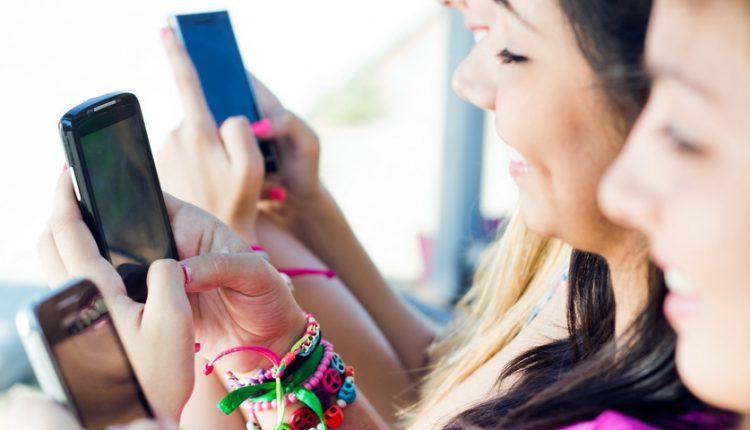 کاربران برای اتصال به اینترنت از دیوایس های همراه بیشتر از دسکتاپ استفاده میکنند