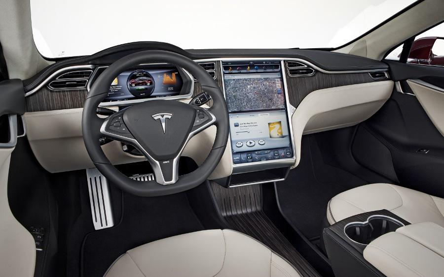 داخل خودروی تسلا مدل S