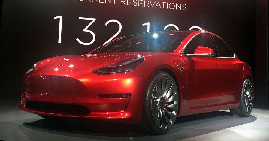 تسلا مدل 3 که در مارچ 2016 رونمایی شد