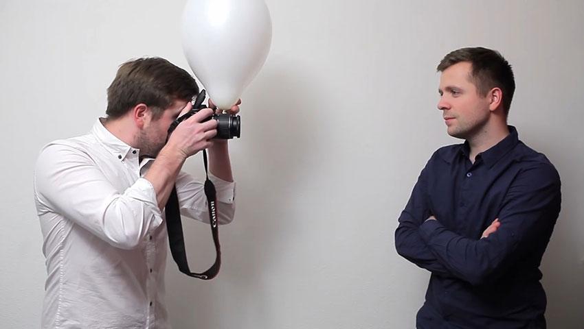 بهبود نورپردازی فلش دوربین، به کمک بادکنک (تصویر 4)