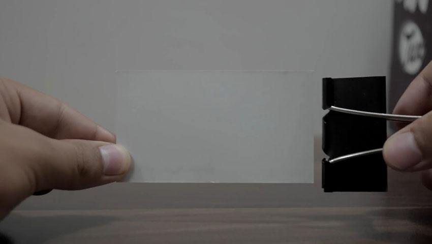 ساخت پایه گوشی با استفاده از گیره کاغذ (تصویر 1)