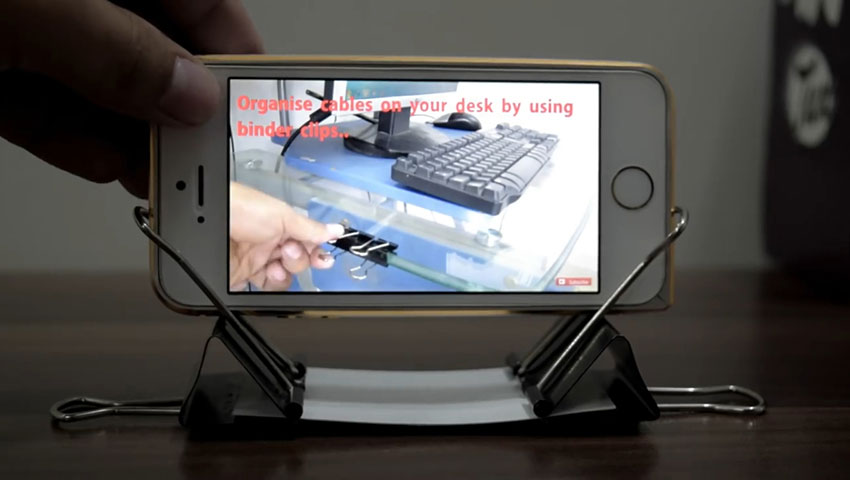ساخت پایه گوشی با استفاده از گیره کاغذ (تصویر 4)