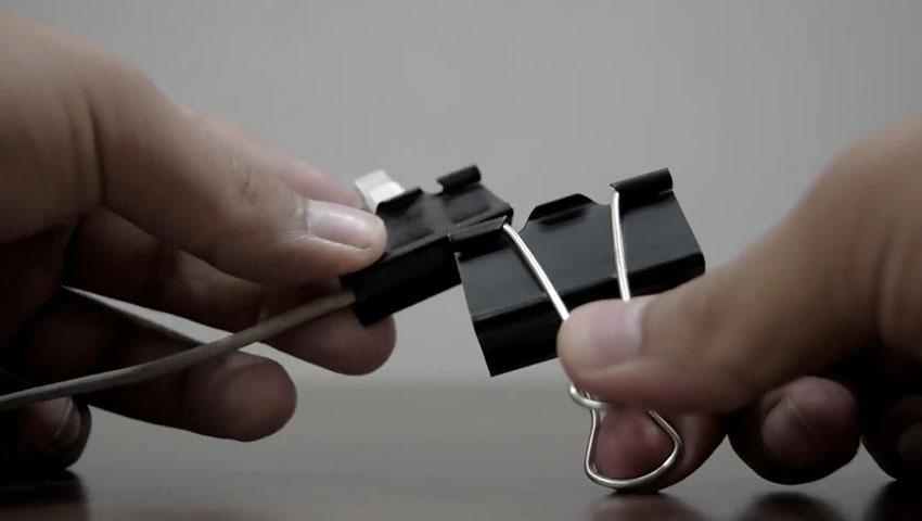 ساخت پایه گوشی با استفاده از گیره کاغذ (تصویر 18)