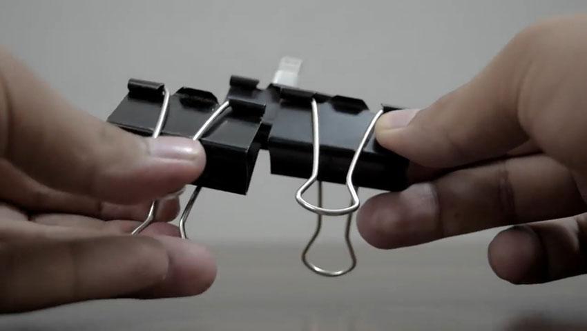 ساخت پایه گوشی با استفاده از گیره کاغذ (تصویر 19)