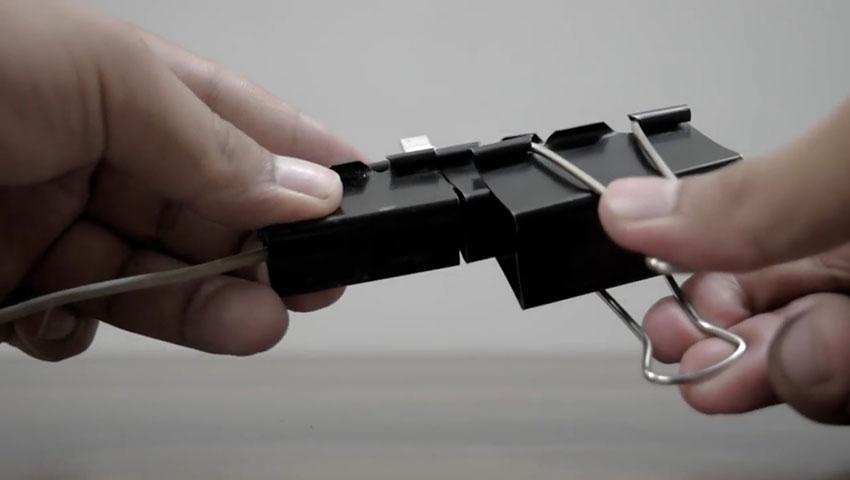 ساخت پایه گوشی با استفاده از گیره کاغذ (تصویر 21)