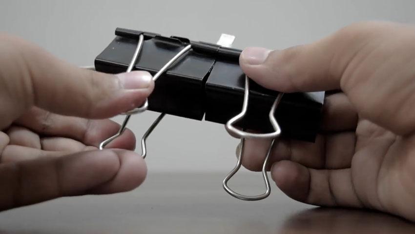 ساخت پایه گوشی با استفاده از گیره کاغذ (تصویر 23)