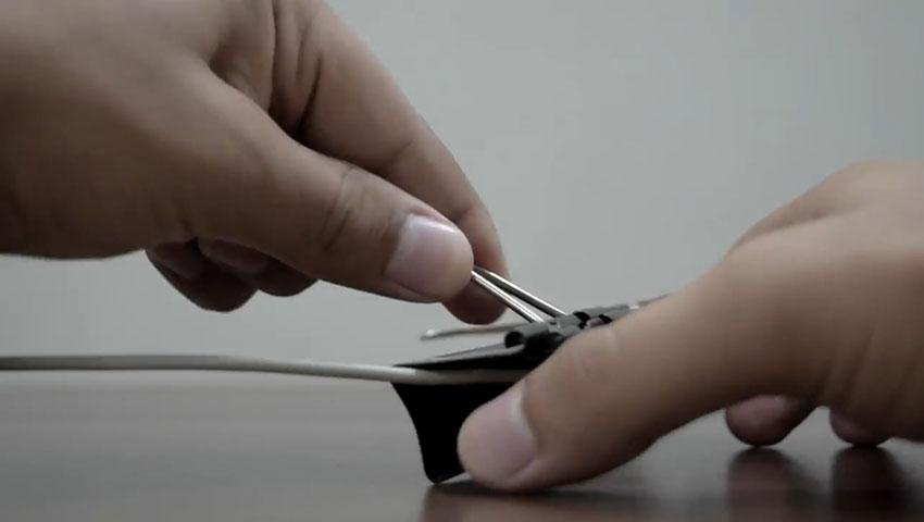 ساخت پایه گوشی با استفاده از گیره کاغذ (تصویر 24)