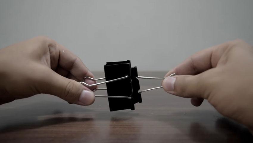 ساخت پایه گوشی با استفاده از گیره کاغذ (تصویر 30)