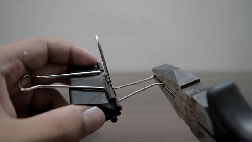 ساخت پایه گوشی با استفاده از گیره کاغذ (تصویر 33)