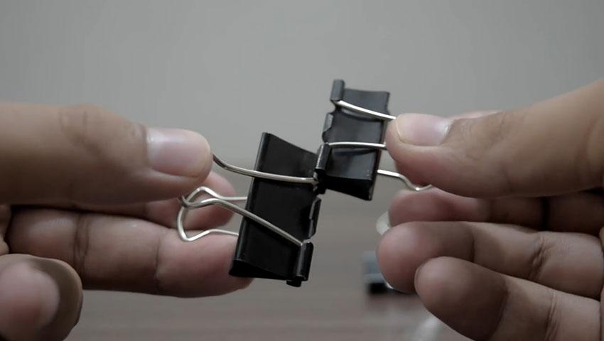 ساخت پایه گوشی با استفاده از گیره کاغذ (تصویر 39)