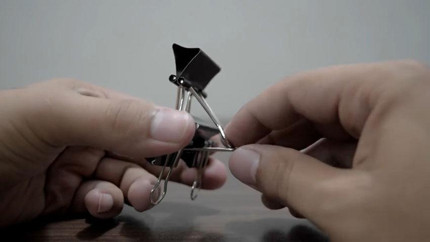 ساخت پایه گوشی با استفاده از گیره کاغذ (تصویر 49)