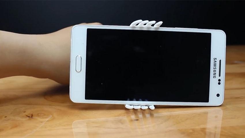 ساخت پایه نگهدارنده گوشی با استفاده از چنگال پلاستیکی (تصویر 13)