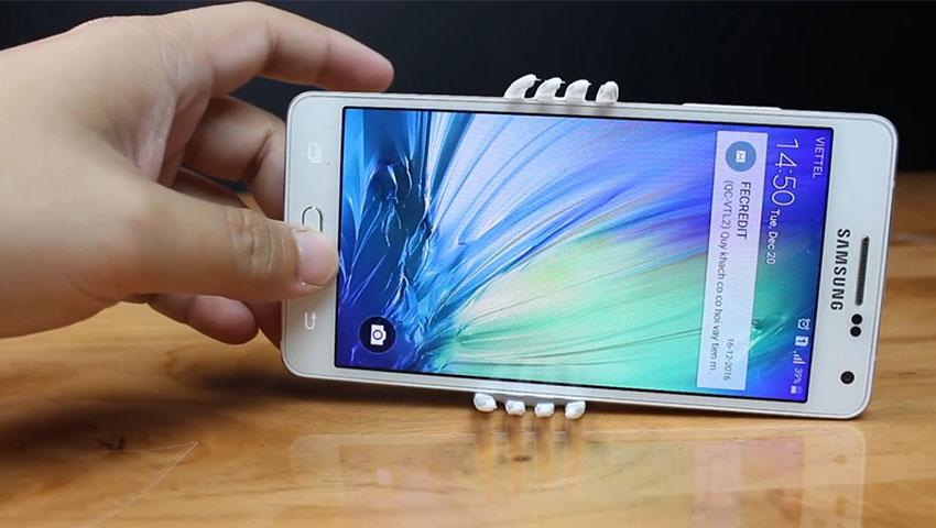 ساخت پایه نگهدارنده گوشی با استفاده از چنگال پلاستیکی (تصویر 14)