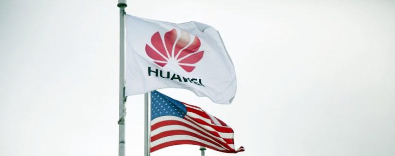 Huawei-flag-with-USA-flag