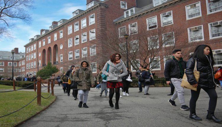 با 10 کشوری که بیشترین تعداد دانشجو را به دانشگاههای آمریکایی میفرستند آشنا شوید!