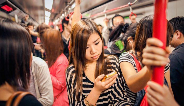 5 ترفند ساده برای کمتر وقت گذراندن با گوشی خود!