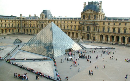 Louvre-Pyramid-Paris