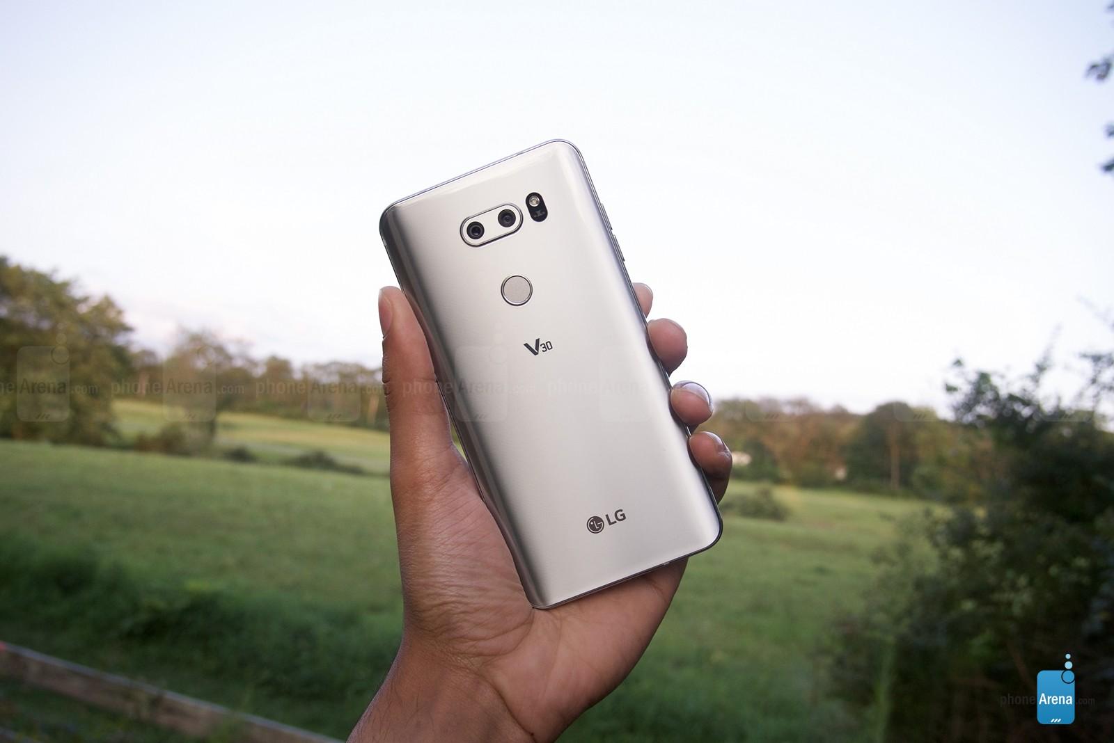 ال جی وی 30 معرفی شد؛ دوربین دوگانه، سختافزار قوی و نمایشگر بدون حاشیه