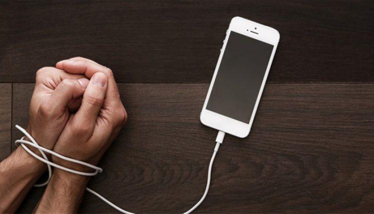 اگر این مطلب را با موبایل میخوانید احتمالا مبتلا به نوموفوبیا هستید!