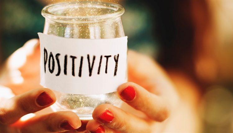 چطور در شرایط منفی، مثبت بمانیم؟