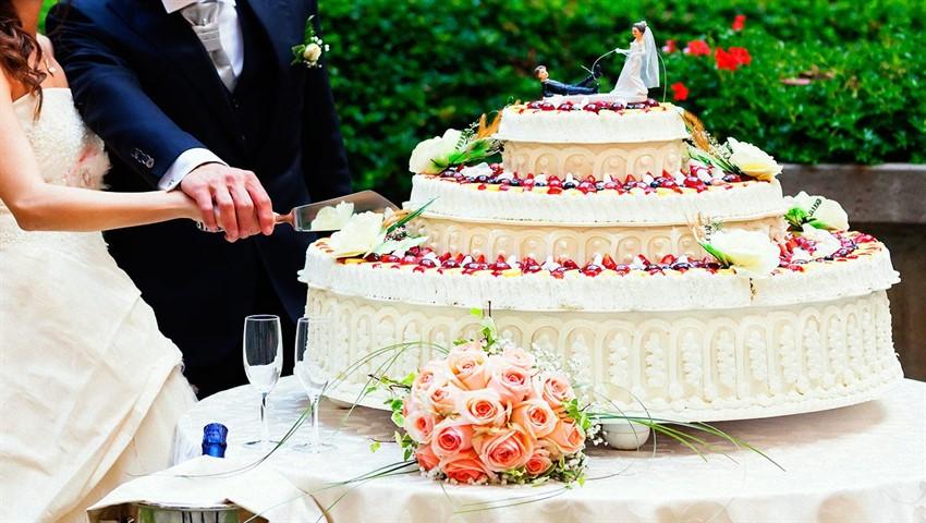 تاپ 10: با گرانترین کیکهای عروسی سلبریتیها آشنا شوید