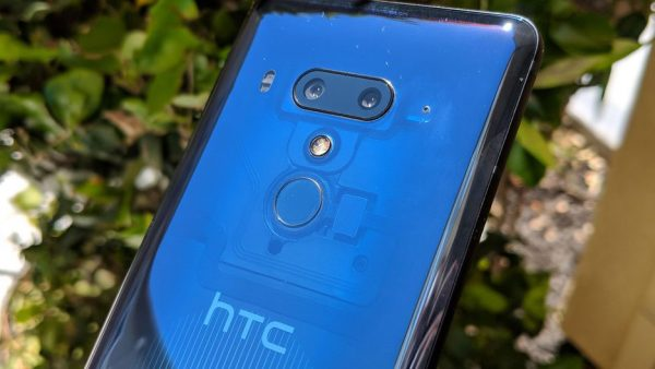 htc 600x338 - چرا قیمت آیفونها و گوشیهای اندرویدی سال به سال بیشتر میشود؟