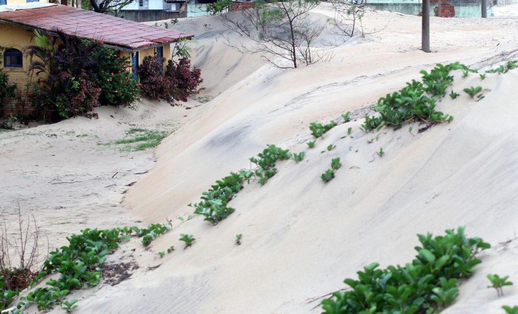 نمایی از شهرAtafona که به دلیل ریزش شن و طوفان در برزیل مدفون شد