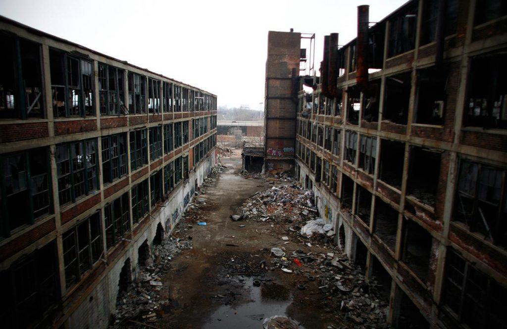 کارخانه تولید خودروی تخریب شده در دیترویت، ایالات متحده آمریکا