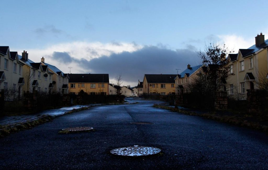 شهرک خالی از سکنه در ایرلند؛ املاکی که در ایرلند بدون اجاره و فروش و به دلیل رکود اقتصادی خالی از سکنه ماندند