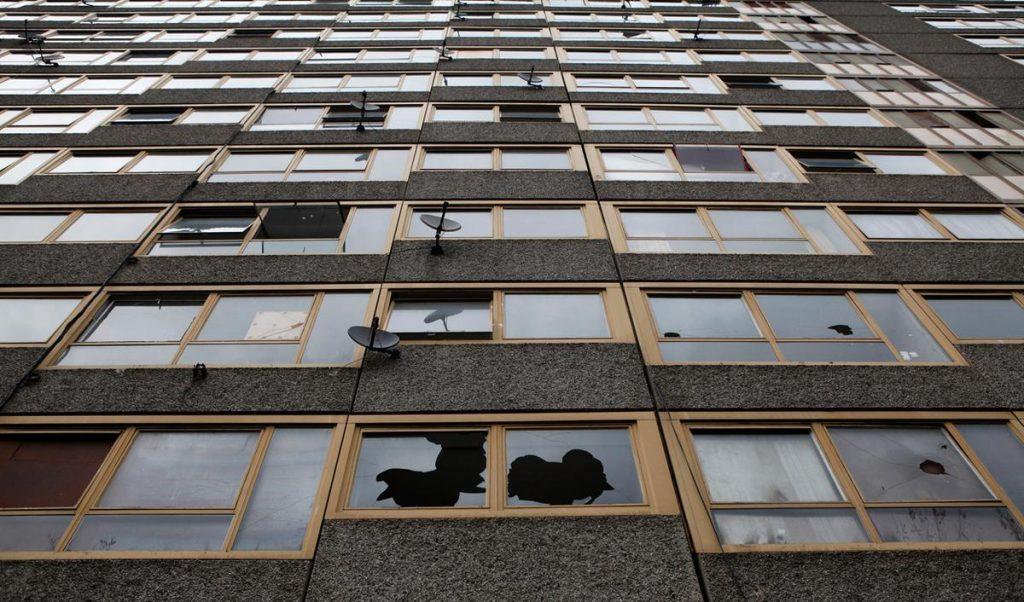یکی از ساختمان های فروریخته در لندن که خالی از سکنه شده است