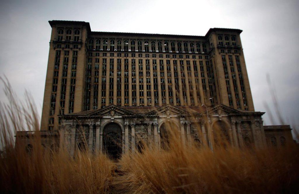 ایستگاه مرکزی میشیگان در دیترویت، ایالات متحده که سالهاست رها شده است