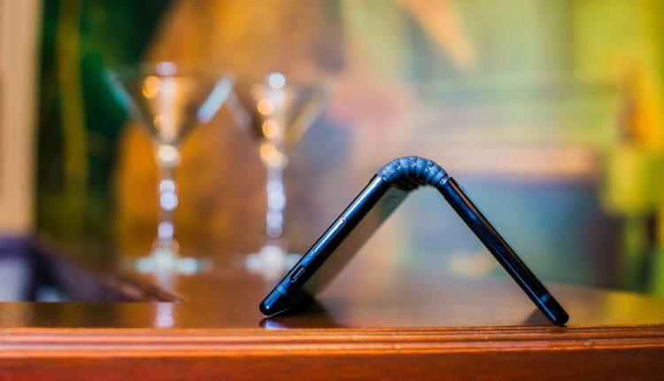 رویول فلکسپای، اولین گوشی منعطف عرضه شده در بازار خواهد بود
