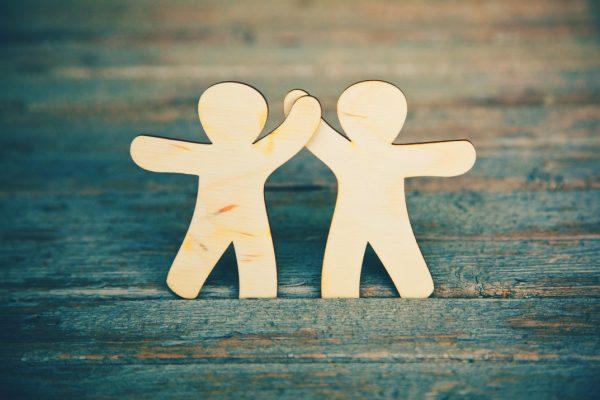 چطور با خودمان و اطرافیانمان رابطه سالم و شادی داشته باشیم؟