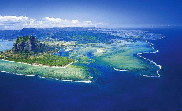 مکانهای دیدنی جهان: آبشار زیر دریا، جزیره موریس