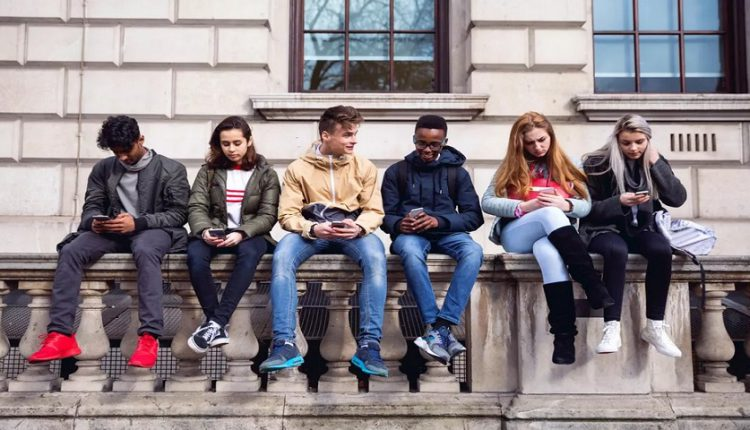 لایحه منع استفاده از گوشی همراه برای افراد زیر 21 سال در امریکا